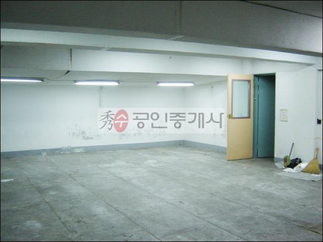 성산동작업실 홍대작업실 - 37평 망원역 이용가능한 대로변의 성산동작업실