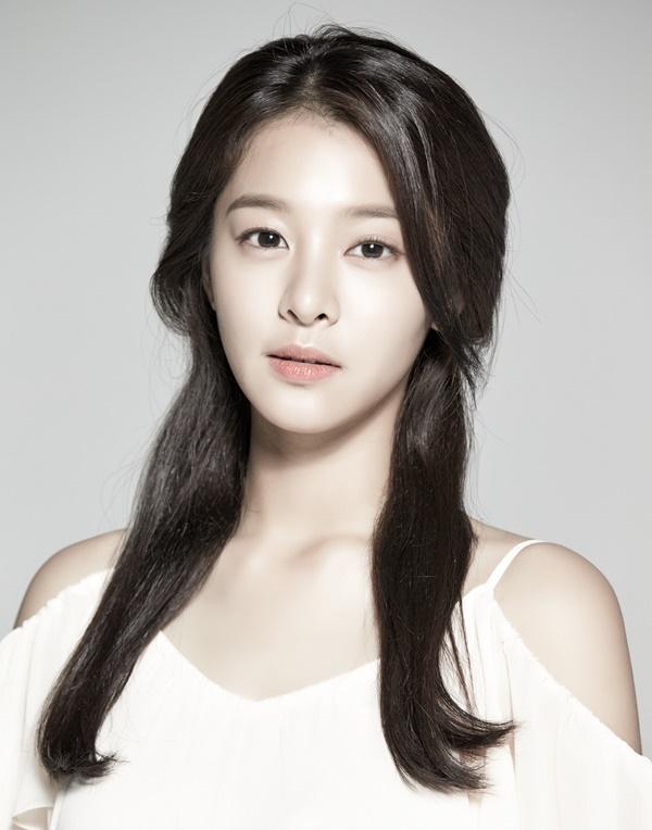 투포케이 '빙고' 뮤직비디오 여주인공 '설인아' 화제!