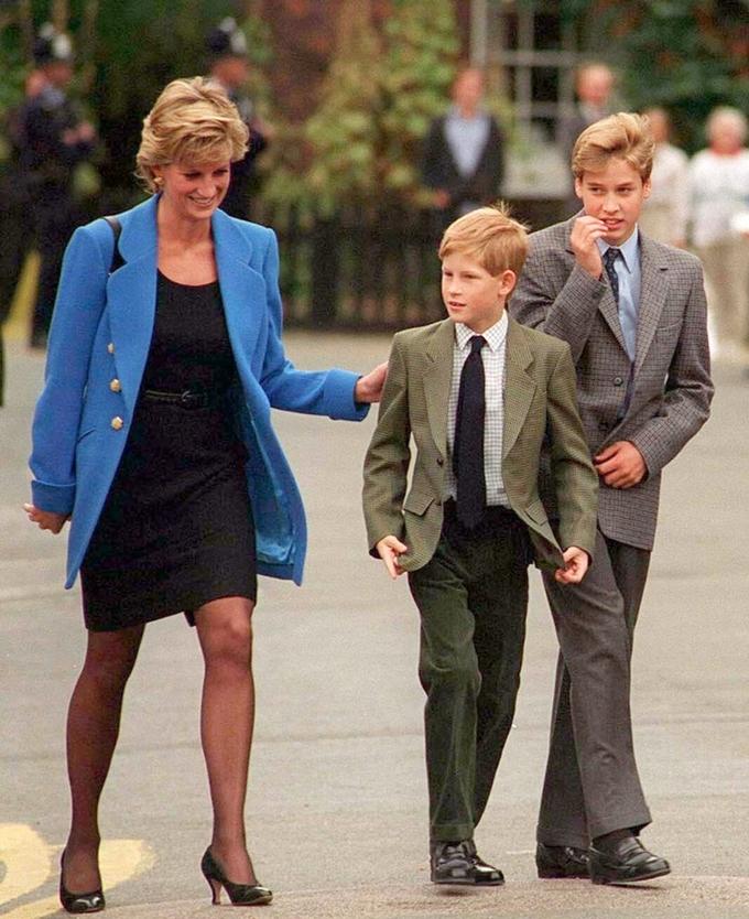 윌리엄 & 해리 왕자, 두형제의 같은 듯 다른 '로얄 브로맨스 패션' - 포스트