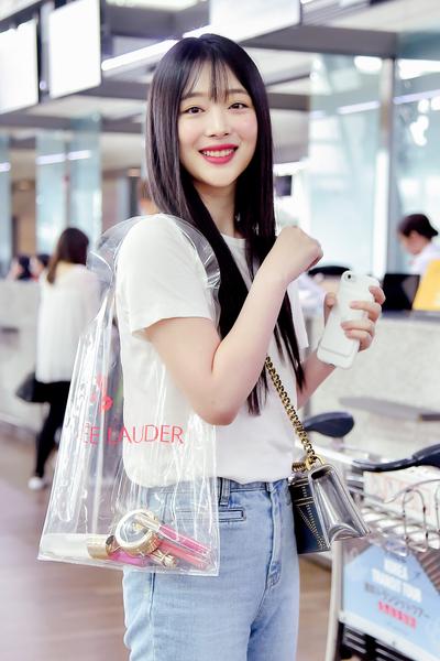 [☆Fashion] 설리 공항패션, 레드 립스틱으로 완성한 눈부신 미모