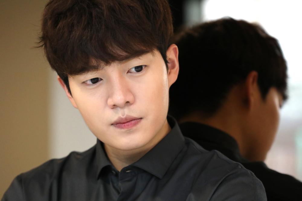 배우 손승원이 무면허로 음주운전하다 추돌사고를 냈다
