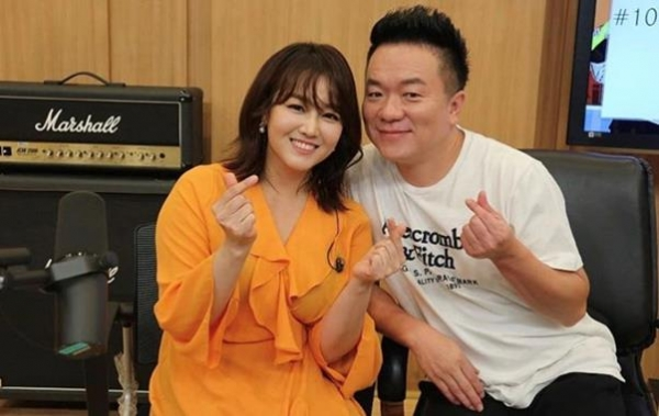 정미애, '두시탈출 컬투쇼' 출연 인증샷…김태균과 '화기애애'