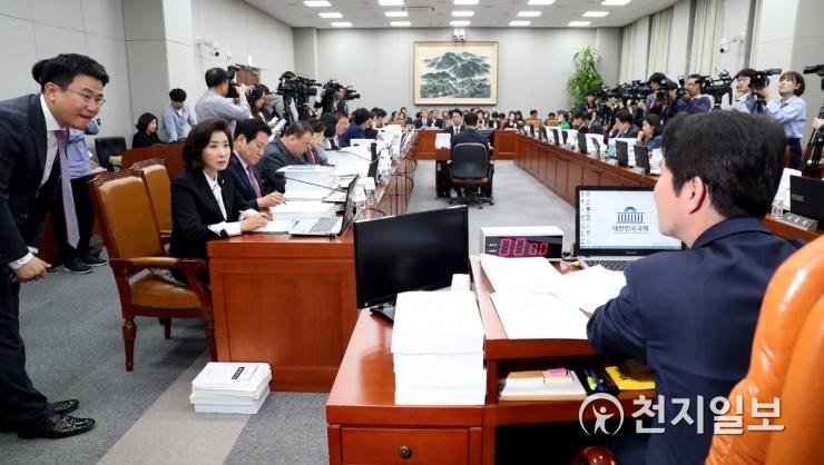 국회 운영위, 오늘 청와대 국감… '조국사태' 책임 공방 예상