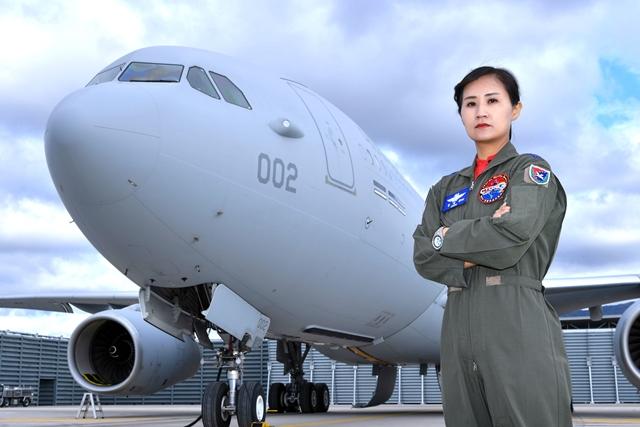 공군사관학교 최초 여성사관생도, 여군 최초 공군대대장 취임-뉴스항공우주
