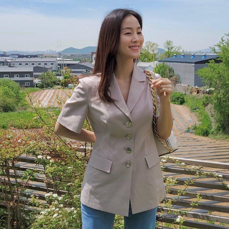 문정원 가방 자켓 옷 인스타그램 사복 패션 ? #여자린넨자켓