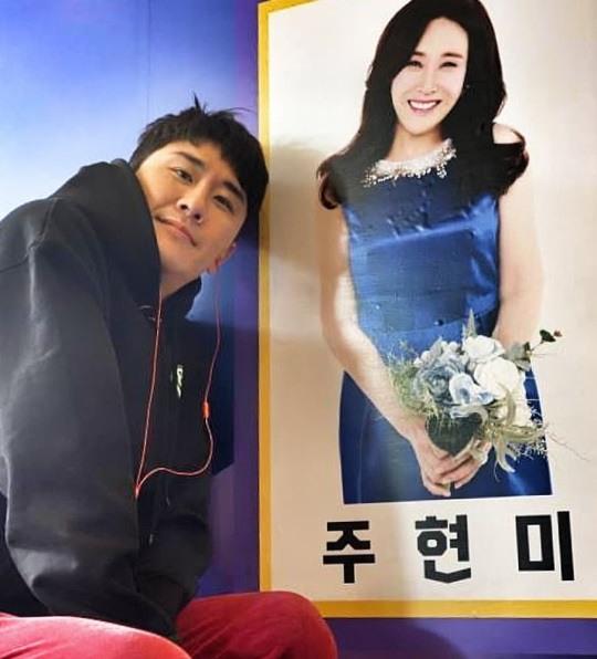 """'미스터트롯' 영탁, 주현미 사진 옆에서 """"썩 물러가지 못할까 나쁜 코로나"""""""