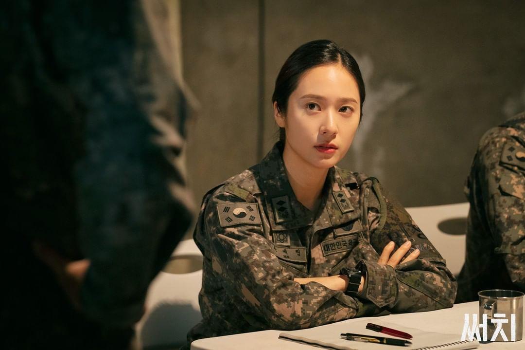 엘리트 군인으로 변신한 냉미녀 '크리스탈' 사복 패션 모아보기 ♥