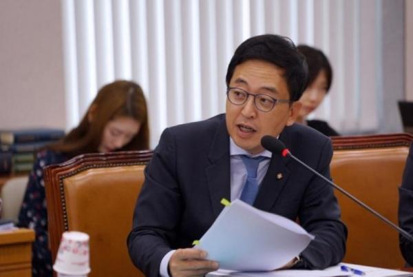 """금태섭 민주당 탈당에 정치권 술렁 """"침 뱉고 떠났다?"""""""
