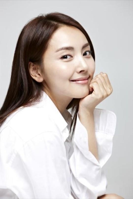 '애교 담당' 아이돌 출신 배우가 이혼남과 결혼하면 벌어지는 일